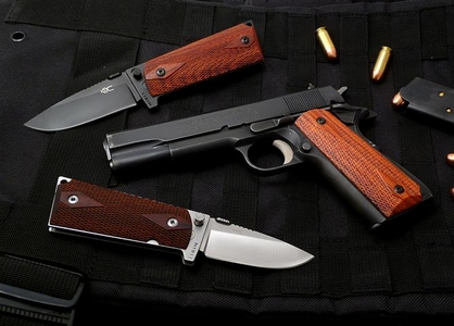 m1911 knives with m1911 gun