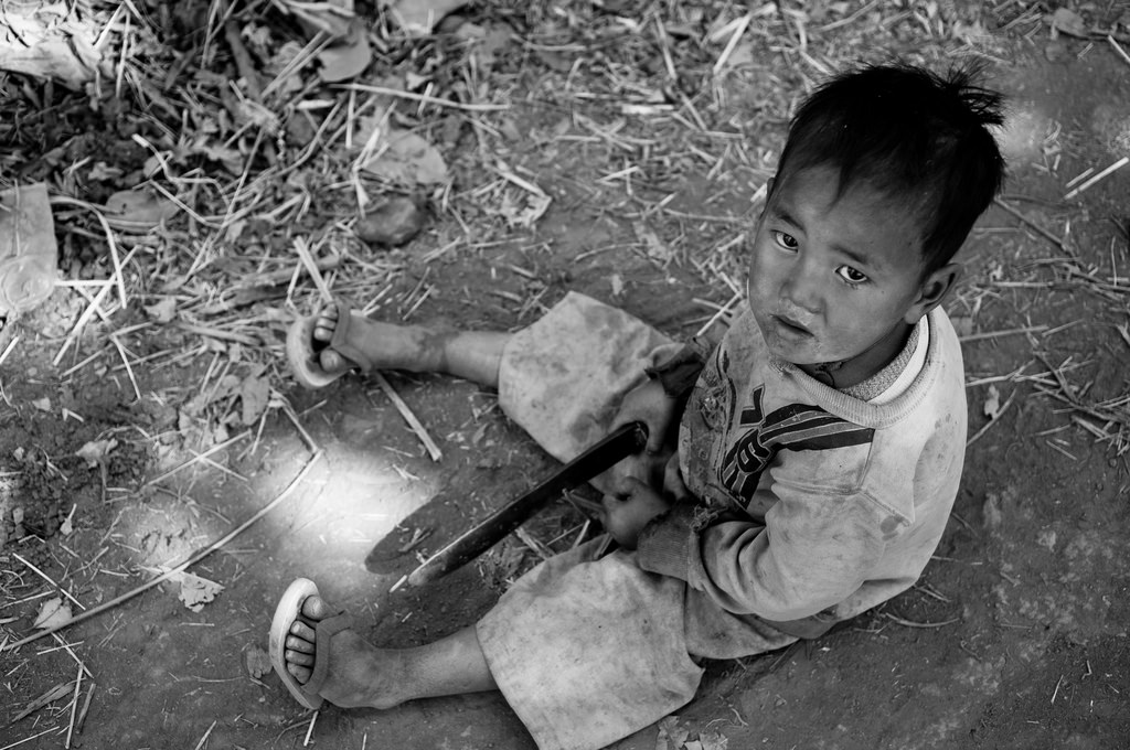 Burmese Boy Playing with a Knife | Photographed by Wagner T. Cassimiro via Flickr